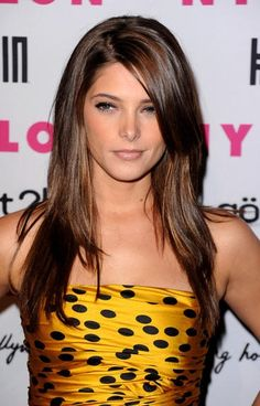 I dont know who this celebrity is, but I like her subtle highlights. Doing this tomorrow! Dark brown hair with chestnut/toffee/golden highlights. Love!