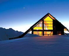 Beautiful mountain home. Looks very inviting.