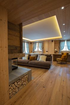 BearProgetti Architecture completed the renovation of a typical mountain house located in the heart of the Italian Alps, in Bormio. Chalet Design, House Design, Chalet Interior, Interior Design, Casa Loft, Mountain Decor, Loft Interiors, Modern Bedroom Decor, Luxury Rooms