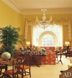 image via Architectural Digest In honor of Election Day today, we have pictures of the Reagan White House. When Ronald and Nancy Reagan . White House Usa, White House Interior, White House Tour, Interior Design Living Room, White House Washington Dc, Interior Design History, Into The West, Celebrity Houses, Mellow Yellow