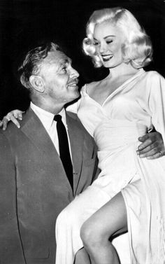 Mamie Van Doren with movie star Clark Gable Golden Age Of Hollywood, Classic Hollywood, Old Hollywood, Hollywood Glamour, Mamie Van Doren, Clark Gable, Popular Actresses, Actors & Actresses, Classic Actresses