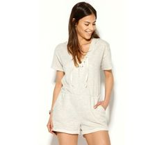Overal so šortkami, šnurovaním a kapucňou | modino.sk #ModinoSK #modino_sk #modino_style #style #fashion #summer #overal Rompers, V Neck, Boho, Dresses, Women, Fashion, How To Sew, Cowls, Pockets