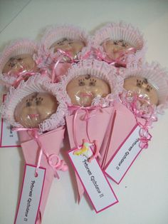 20 Simple And Very Cute Baby Shower Favors Shelterness. Princess Baby Shower A Princess Is On The Way! Baby Shower Lollipops, Best Baby Shower Favors, Baby Shower Souvenirs, Baby Shower Cookies, Baby Favors, Fiesta Baby Shower, Baby Girl Shower Themes, Baby Shower Parties, Baby Boy Shower