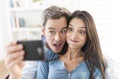 """Selfie'nin Türkçesi'ne karar verildi: Özçekim. Türk Dil Kurumu (TDK) """"selfie"""" sözcüğü için nihayet kararını verdi: Özçekim. Bu söz için daha önce """"Uygun bir karşılık bulma konusunu değerlendireceğiz"""" açıklaması yapılmış ve Facebook'ta bu söze uygun gelecek Türkçe sözcüğü bulmak için kullanıcıların görüşleri alınmıştı."""