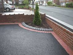 Front driveway ideas for your home 8 Resin Driveway, Driveway Edging, Brick Driveway, Driveway Landscaping, Modern Landscaping, Outdoor Landscaping, Brick Edging, Gravel Driveway, Landscape Curbing