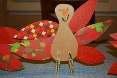 Have you run a-fowl with ideas for creating a cool spread on the kid's Thanksgiving table this year? Let's talk turkey with projects that are easy as pie. Your little pilgrims will gobble up the chance to enjoy the hands on crafts we've found, so scroll down to see 15 creative ways to whip up a fabulously feathered feast of...