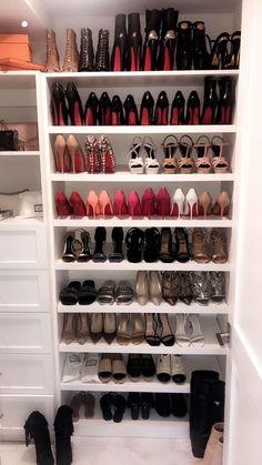 Shoe Storage Ideas for Small Spaces estantes para zapatos Shoe Room, Room Closet, Master Closet, Walk In Closet, Small Storage, Shoe Storage, Storage Ideas, Sneaker Storage, Shoe Shelves