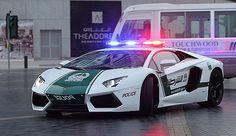 アラブ首長国連邦ドバイの警察が採用した、伊ランボルギーニのスーパーカー「アベンタドール」のパトカー(アラブ首長国連邦・…