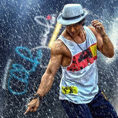 Famous Indian Actors, Indian Celebrities, Model Poses Photography, Indian Photography, Tiger Shroff Body, Tiger Dance, Joker Hd Wallpaper, Bollywood Pictures, Tiger Love