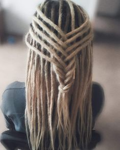 30 Exciting And Gorgeous Dreadlocks Hairstyles For Women - Wild About Beauty Dreadlock Styles, Dreads Styles, Wild About Beauty, Short Dreads, Beautiful Dreadlocks, Viking Hair, Dreads Girl, Different Hair Types, Dreadlock Hairstyles