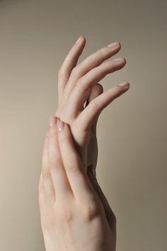 TheBackwardsOwl: Hand Modeling #handmodeling #essie #cuticleoil