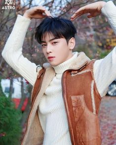 Love is a waste of time ♥️we love this waste of time ❤️ Astro K Pop, Eunwoo Astro, Cha Eun Woo Astro, Astrophysics, My Crush, Gorgeous Men, Korean Actors, Future Husband, Cute Couples