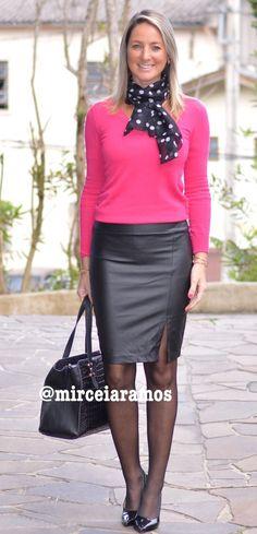 Look de trabalho - look do dia - look corporativo - moda no trabalho - work outfit - office outfit -  fall outfit - frio - look de outono - pink - saia lápis - Saia couro - pencil skirt - Leather- meia calça preta - black