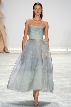 Monique Lhuillier apresenta sua coleção Spring/Summer 2015, na NY Fashion Week   tempodadelicadeza