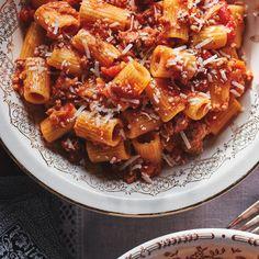 Rigatoni with Meat Sauce (Rigatoni al Ragù di Carne) Sauce Recipes, Meat Recipes, Cooking Recipes, Italian Dishes, Italian Recipes, Rigatoni Recipes, Pasta With Meat Sauce, Ricardo Recipe, Noodles