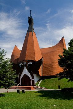 Lutheran church designed by Imre Makovecz - Siófok, Hungary Church Architecture, Religious Architecture, Amazing Architecture, Architecture Details, Budapest, Unusual Buildings, Interesting Buildings, Lutheran, Church Pictures