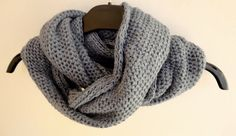 New scarf trend Mens Knitted Scarf, Men Scarf, Scarf Knit, Valentine Day Gifts, Valentines, Craft Things, Neck Warmer, Scarf Styles, Womens Scarves