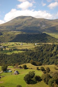 Massif du Sancy - Auvergne. when you are in auvergne, you are always obliged to look up... that is where the beauty is!