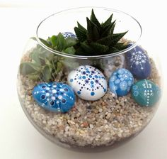 pintar piedras Painted Rock Cactus, Painted Rocks, Dot Painting, Stone Painting, Dragonfly Garden Decor, Rock And Pebbles, Rock Painting Ideas Easy, Rock Decor, Dollar Store Crafts