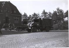 Canadezen voor het gemeentehuis Putte Canadian Army, Ww2 History, Netherlands, Om, Canada, Military, Events, Belgium, Dutch Netherlands