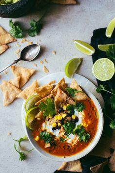 Meksikolainen tomaattikeitto (V) – Viimeistä murua myöten Raw Food Recipes, Meat Recipes, Cooking Recipes, Healthy Recipes, Food Crush, International Recipes, Soup And Salad, Healthy Cooking, Nachos