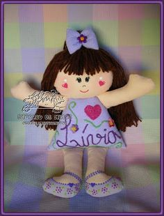 Boneca de pano...no pattern/cute doll.  Website has lots of dolls to look at for inspiration (translate to English/scroll down)