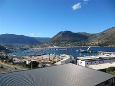 Panorama Penthouse Two - Panorama Penthouse Two is a modern penthouse apartment situated in a pristine apartment building, close to the famous Hout Bay harbour. The apartment offers comfortable accommodation ideal for families ... #weekendgetaways #houtbay #southafrica