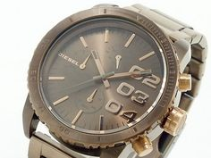 Een bruin/goudkleurig horloge van Diesel. Een vrouwelijk XXL horloge!