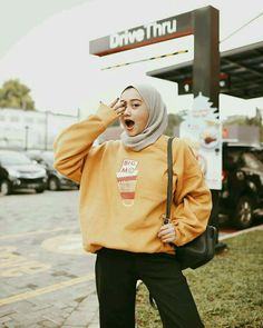Ideas fashion casual hijabi colour for 2019 Modern Hijab Fashion, Street Hijab Fashion, Hijab Fashion Inspiration, Muslim Fashion, Mode Inspiration, Ootd Fashion, Modest Fashion, Korean Fashion, Trendy Fashion