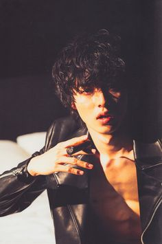disclaimer: all photos belong to their rightful owners unless stated otherwise. Cute Japanese Boys, Japanese Love, Cute Asian Guys, Cute Guys, L Death Note Movie, Kento Nakajima, Takeru Sato, Attractive People, Actor Model