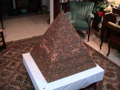Pyramid made of pennies by Marcelo Benzos, using over pennies. No glue, etc., only the weight of the pennies hold it together. Classroom Activities, Classroom Decor, Math Classroom, Best Funny Pictures, Cool Pictures, Spin, Sequence And Series, Coin Crafts, Funny Sites
