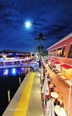 Bayside Marketplace Miam (source: Flickr)