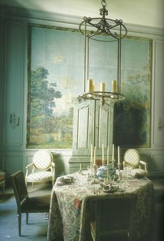 Green dining room, tone on tone