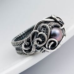 The detail in this ring is absolutely stunning.