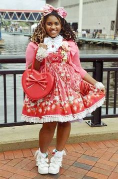 Ugh, I LOVE plus size Lolitas!  I would SO adore to see more people dressing up for themselves.