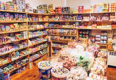 Nantucket: {Force Five Watersports has a hidden candy room in the back.every child's (read: my) dream} Candy Room, Aunt Betty, Old Fashioned Candy, Supermarket Design, Candy Boutique, Vintage Candy, Shop Layout, Christmas Store, Candy Gifts