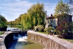 Sail the Canal du Midi. On the canal, the village of Saint-Martin-Lalande has 6 locks, which are lock du Vivier, of Guillermin, Saint-Sernin, La Peyruque, La Criminelle, and finally the Guerre. ©  Michel EYCHENNE