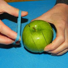 Place a rubberband around a cut apple to keep it from turning brown... what a great idea for kids who are picky about brown apples in their lunchbox