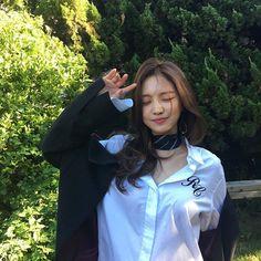 Image about fashion in *♡ Ulzzangs ♡* by アウロラ ♡ Kpop Girl Groups, Korean Girl Groups, Kpop Girls, Apink Naeun, Style Japonais, Kawaii, Cute Korean, Beautiful Asian Girls, Ulzzang Girl
