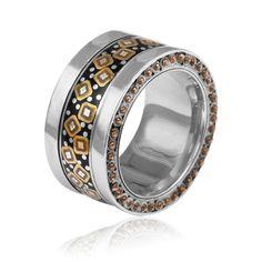Grzegorz Błażko - polish designer jewelery, ring, silver, enamel, handmade.    www.galeriayes.pl  @galeriayes