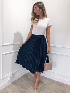 43 Chic Spring Work Outfits Ideas For Women With Short Skirt.- 43 Chic Spring Work Outfits Ideas For Women With Short Skirt 2019 Gorgeous 43 Chic Spring Work Outfits Ideas For Women With Short Skirt 2019 - Spring Outfit Women, Casual Work Outfits, Winter Outfits For Work, Winter Fashion Outfits, Mode Outfits, Modest Fashion, Look Fashion, Spring Outfits, Fashion Models