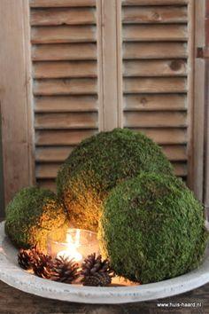 Mosbal XL Christmas Feeling, Christmas Home, Country Wreaths, Christmas Decorations, Holiday Decor, Nature Decor, Candle Lanterns, Fall Diy, Sober
