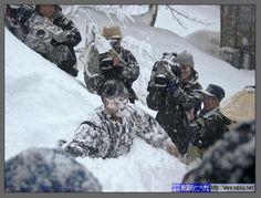 Mannen in de sneeuw gooien!