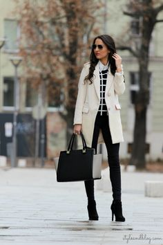 Professional and Chic Outfit Ideas for Business Women