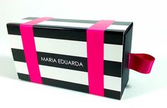 Essa mini caixinha deixará a sua decoração ainda mais charmosa, fashion e moderna. Fabricada em papel 450 gramas, possui rigidez e um acabamento diferenciado.
