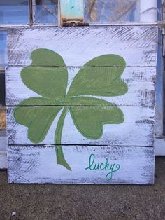 Patricks day decor shamrock decor by SplendorInTheRough St. Patricks day decor shamrock decor de SplendorInTheRough Patrick More from my siteSt. St Patrick's Day Crafts, Holiday Crafts, St Paddys Day, St Patricks Day, Sant Patrick, Wood Crafts, Diy Crafts, St Patrick's Day Decorations, St Pats