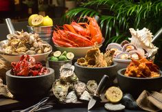 Gratify your craving for seafood with a variety of crustacean choices at 10 at Claymore at Pan Pacific orchard this October and November.