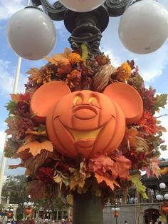 Halloween has arrived at Walt Disney World - Pics of the decorations at the Magic Kingdom