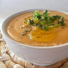 La Vellutata di lenticchie rosse o Crema di lenticchie rosse è un piatto sano, particolarmente digeribile, ricco di ferro, proteine, zuccheri e vitamine. Ricetta semplice e anche veloce molto da re…