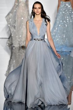zuhair murad gowns Haute Couture - The little thins - Event planning, Personal celebration, Hosting occasions Elegant Dresses, Pretty Dresses, Formal Dresses, Wedding Dresses, Beautiful Gowns, Beautiful Outfits, Couture Fashion, Runway Fashion, 50 Fashion